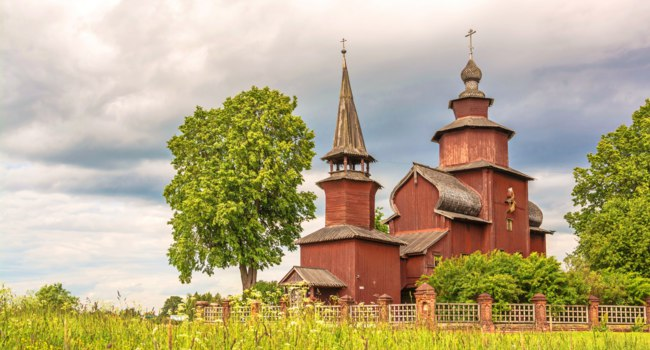 Россия. Ростов Великий. Церковь Иоанна Богослова на Ишне. Ancient wooden rural church of St. John the Evangelist on Ishn. Фото IrinaDance - Depositphotos