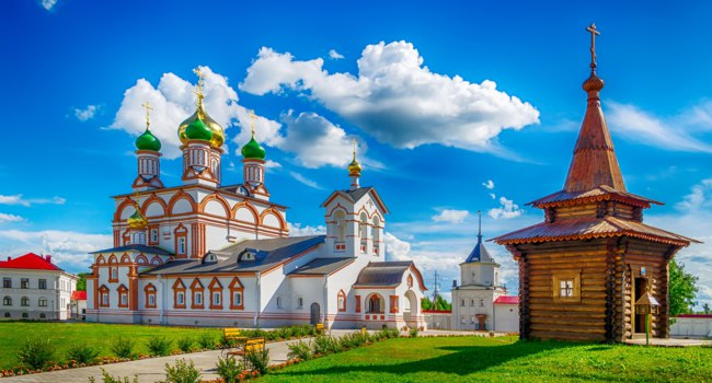 Россия. Ростов Великий. Троице-Варницкий монастырь. Holy Trinity Cathedral Varnickiy Monastery of St. Sergius of Radonezh well Rostov. Фото SergeyS-Deposit