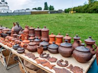 Folk craft residents of Rostov the Great. Pottery and enamel are popular among tourists in the event of the trip to the Golden Ring of Russia. Фото Simanovskiy-Deposit