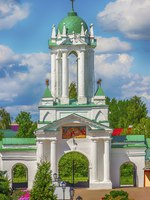 Золотое кольцо России. Ростов Великий. Spaso-Yakovlevsky Dimitriev monastery in Rostov Veliky Russia top view North entrance gate. Фото SergeyS - Depositphotos
