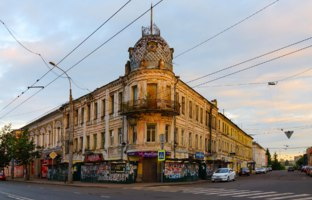 Россия. Ярославская область. Рыбинск. Old building (house of Sedov) in sunset light, Rybinsk, Russia. Фото Olga355 - Depositphotos