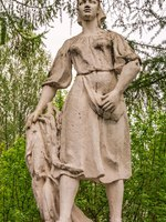 Россия. Ярославская область. Рыбинск. Park gypsum retro sculpture of USSR times depicting peasant woman. Rybinsk. Russia. Фото IrinaDance - Depositphotos