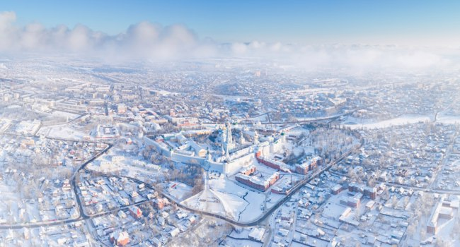 Клуб путешествий Павла Аксенова. Россия. Сергиев Посад. Panoramic aerial view on Sergiev Posad, Russia - Trinity St. Sergy Monastery. Фото mike_laptev - Depositphotos