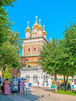 Сергиев Посад. The Gate Church of St Sergius Trinity Lavra is one of the most colored and scenic objects in complex in Sergiyev Posad. Фото efesenko - Depositphotos