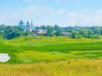 Суздаль. The wide wetland, named Ilinskiy meadow opens the view on Suzdal panorama with onion domes of Orthodox churches and its belfries. Фото efesenko-Dep