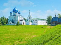 Золотое кольцо России. Суздаль. The shafts of Suzdal Kremlin, views of Nativity Cathedral, Archbishop's residence and log St Nichola. Фото efesenko - Depositphotos