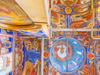 Суздаль. The painted dome of Nativity Cathedral in Kremlin, ceiling and walls are covered with icons in Suzdal. Фото efesenko - Depositphotos