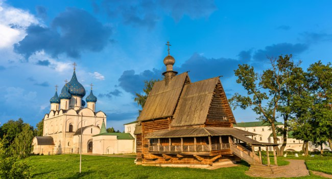 Золотое кольцо России. Суздаль. St. Nicholas Church and the Nativity Cathedral in Suzdal, a UNESCO heritage site in Russia. Фото Leonid_Andronov-Deposit