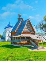 Золотое кольцо России. Суздаль. The view on the log St Nicholas church and the blue domed Nativity Cathedral of Suzdal Kremlin, Russia. Фото efesenko - Deposit