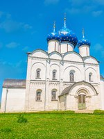 Золотое кольцо России. Суздаль. The facade of Nativity Cathedral of Suzdal Kremlin, it's the most famous city landmark, Russia. Фото efesenko - Depositphotos