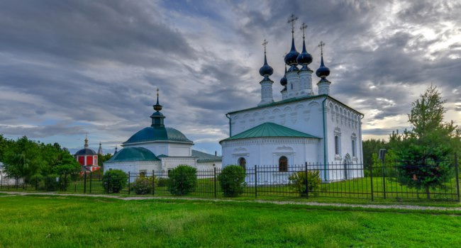 Суздаль. Входо-Иерусалимская церковь. Temple complex, Church of St. Paraskeva and Christ's Entry into Jerusalem in Suzdal, Russia. Фото demerzel21-Deposit