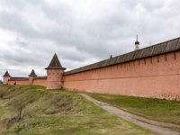 Спасо-Евфимиев монастырь Суздаля. Walls and towers of the Spaso-Evfimiy Monastery, Suzdal, Russia. Фото ironstuff - Depositphotos