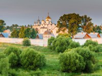 Суздаль. Покровский монастырь. Pokrovsky Monastery located on right bank of Kamenka River in northern part of Suzdal, Vladimir Oblast, Russia. Фото BestPhotoStudio-Deposit