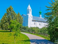 Суздаль. Покровский монастырь. The white building of Refectory and Conseption church on teritorry of the Suzdal Intercession Monastery, Russia. Фото efesenko - Depositphotos