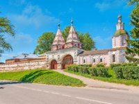 Суздаль. Ризоположенский монастырь. Holy Gates of Rizopolozhensky Convent (Deposition of the Robe), Suzdal. Russia. Фото efesenko - Depositphotos
