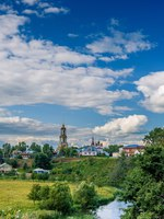 Суздаль. Ризоположенский монастырь. Venerable Monastery belfry Rizopolozhensky in Suzdal, in bend of Kamenka River. Фото BestPhotoStudio - Deposit