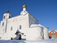 Суздаль. Васильевский монастырь. Vasilyevskiy Cathedral inVasilyevskiy monastery in Suzdal in winter. Фото irinabal18 - Depositphotos