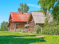 Суздаль. The atmosphere of old Russian village with log peasants' houses among the birches in open air wooden architecture museum of Suzdal, Russia. Фото efesenko-Deposit
