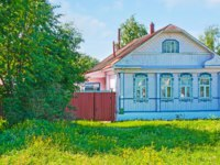 Золотое кольцо России. Суздаль. Historic timbered house, decorated with carved colored window frames in Suzdal, Russia. Фото efesenko - Depositphotos