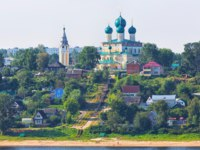 Золотое кольцо России. Тутаев. Resurrection Cathedral on the high bank of the Volga River in the city of Tutayev. Yaroslavl region. Russia. Фото Lenorlux - Depositphotos