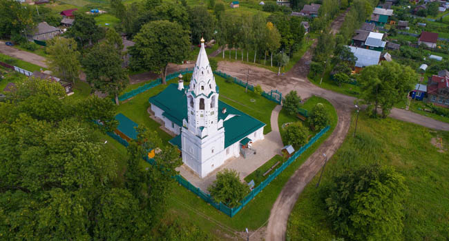 Золотое кольцо России. Тутаев. Покровская церковь. Pokrovskaya Church of the Intercession on a July afternoon (aerial photography). Tutaev, Russia. Фото sikaraha - Deposit