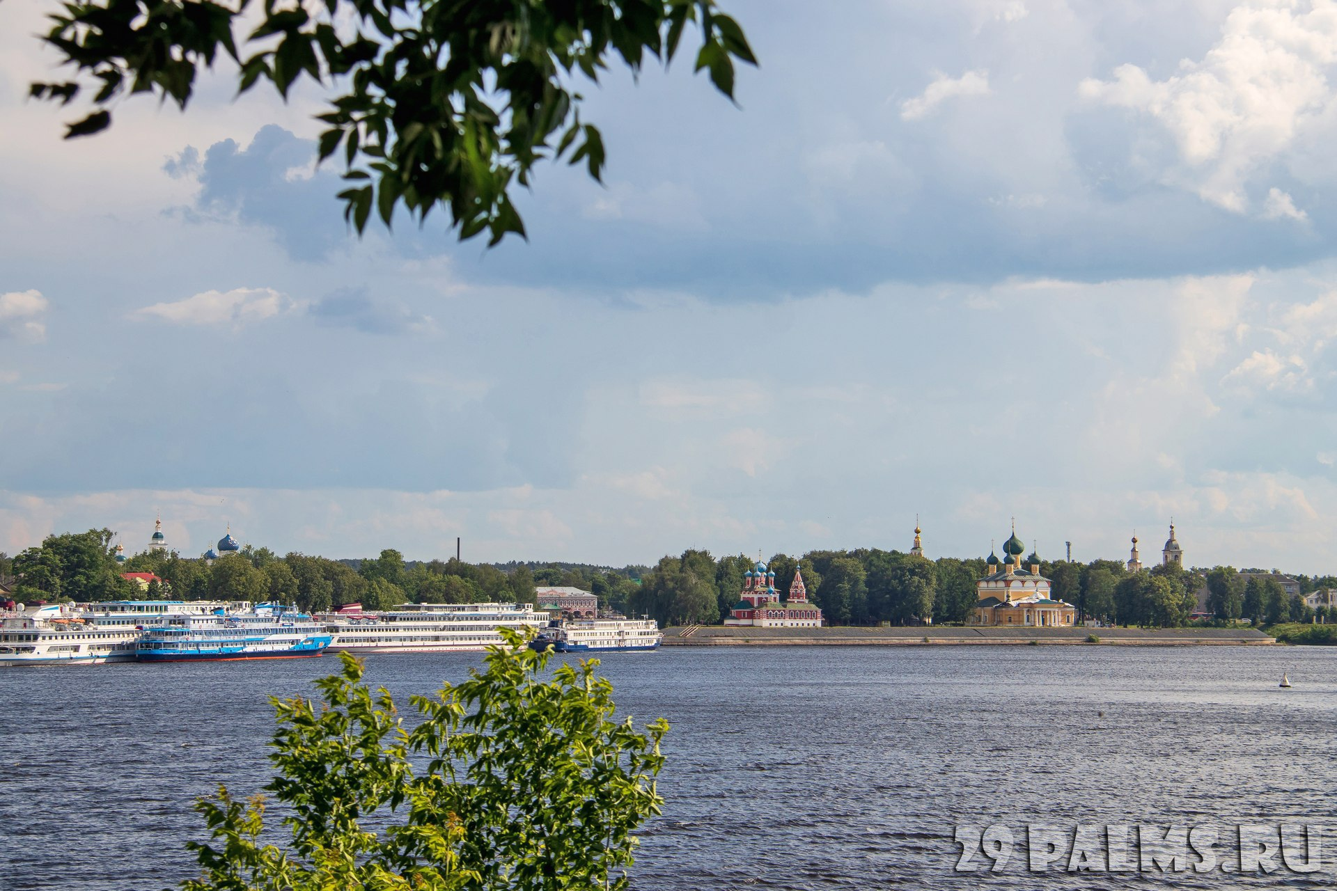 Золотое кольцо России. Панорама Углича. View of the Uglich Kremlin and the Volga river. Uglich. Yaroslavl region. Russia. Фото AleksandraRaspopina - Depositphotos