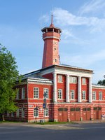 Золотое кольцо России. Углич. Building of fire department with watchtower, Uglich, Russia. Фото Olga355 - Depositphotos