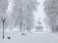 Золотое кольцо России. Владимир. Snowfall in the city, monument under the snow after the blizzard. Vladimir, Russia. Фото vladstocker-Deposit