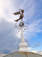 Золотое кольцо России. Владимир. Forged weathervane on the roof of the Borodins Blacksmith Shop in the form of a bird with a womans head. Фото Belikart-Dep
