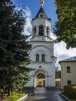 Золотое кольцо России. Владимир. Old church in the historic district of Vladimir, Russia. Фото KURLIN_CAfE - Depositphotos