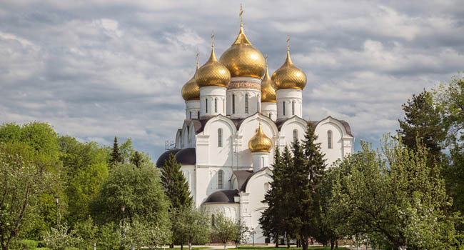Россия. Ярославль. Успенский собор. Assumption (Dormition) Cathedral in Yaroslavl on a summer sunny day. Golden ring of Russia. Фото YuliaB - Depositphotos