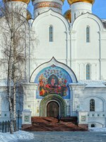 Россия. Ярославль. Успенский собор. Large mural over the main entrance to the Cathedral of the Assumption of Our Lady, Yaroslavl, Russia. Фото Igor-SPb - Depositphotos