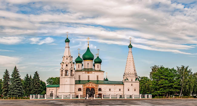 Ярославль. Церковь Ильи Пророка. Architecture of Yaroslavl town, Russia. Old orthodox church of Elijah the Prophet. UNESCO World Heritage Site. Фото medvedevaoa.bk.ru - Depositphotos