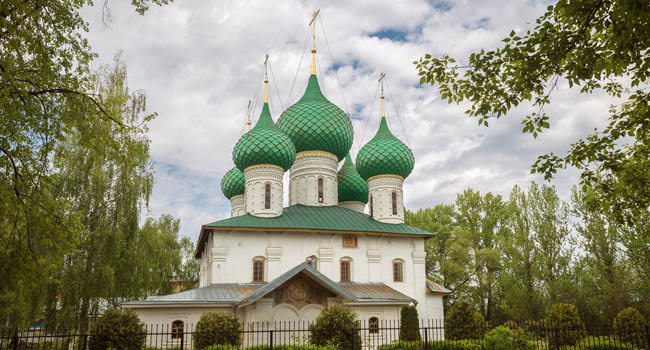 Ярославль. Церковь Николы в Меленках. Yaroslavl, the Church of St. Nicholas the Wonderworker in Melenki of the XVII century. Golden ring of Russia. Фото YuliaB - Depositphotos