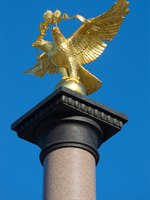 Ярославль. The two-headed russian eagle on top of the monument in honor of the Millennium of Yaroslavl. Russia. Фото sikaraha - Depositphotos