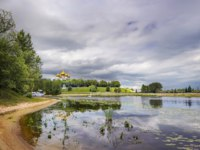 Золотое кольцо России. Ярославль. Panoramic views of the river Kostorosl, the Assumption Cathedral and the waterfront Arrows from the island Damanskii. Фото Belikart - Depositphotos