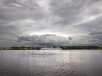 Золотое кольцо России. Ярославль. Cloudy sky over the river Volga. Yaroslavl, Russia. Фото Belikart - Depositphotos