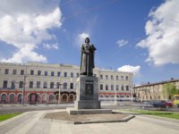 Золотое кольцо России. Ярославль. Monument to the founder of Yaroslavl - Yaroslav the Wise timelapse hyperlapse wirh traffic and blue cloudy sky. Фото neiezhmakov - Depositphotos