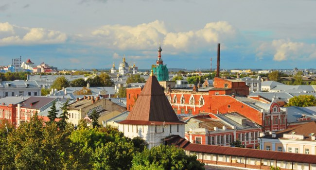Золотое кольцо России. Ярославль. Top view of the ancient Russian city of Yaroslavl with churches, temples and houses. Фото IrinaDance - Depositphotos