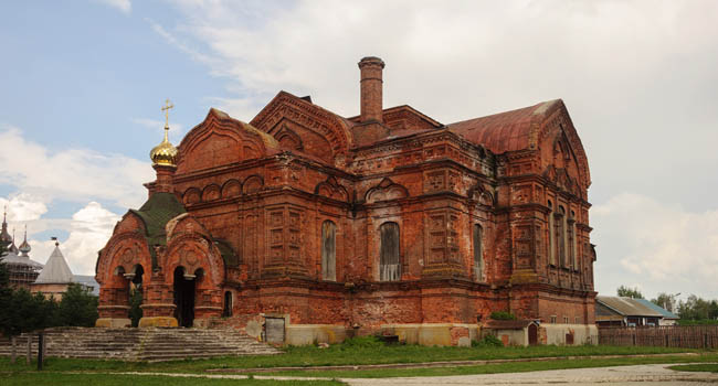 Золотое кольцо России. Юрьев-Польский. Троицкий собор. Trinity church in ancient Russian town Yuriev-Polsky, Vladimir region, Russia. Фото viknik - Depositphotos