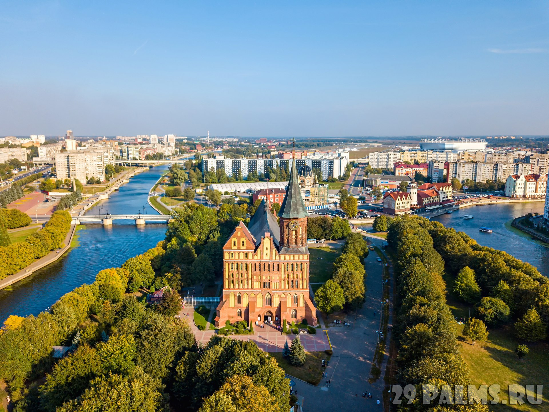 Панорама центра Калининграда. Aerial view The central part of the city of Kaliningrad, the Kaliningrad Cathedral on the island of Kant. Фото MaykovNikita - Depositphotos