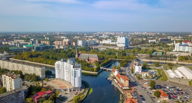 Россия. Панорама Калининграда. Aerial view of the historic center of Kaliningrad. View of Kant Island, and Kaliningrad Cathedral. Фото MaykovNikita - Depositphotos