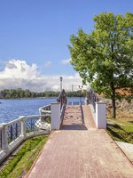 Россия. Калининград. Bridge on the embankment of the Upper Pond. Kaliningrad, Russia. Фото Belikart - Depositphotos