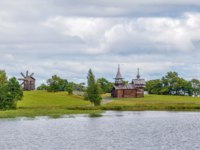 Клуб путешествий Павла Аксенова. Россия. Карелия. Остров Кижи. View of Kizhi island with church and windmill from Onega lake, Russia. Фото borisb17-Deposit