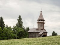Клуб путешествий Павла Аксенова. Россия. Карелия. Остров Кижи. Old wooden church, Chapel of three sanctifiers, Kizhi island, Karelia, Russia. Фото YuliaB-Deposit