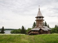 Клуб путешествий Павла Аксенова. Россия. Карелия. Остров Кижи. Old wooden church, Chapel of three sanctifiers , Kizhi island, Karelia. Фото YuliaB-Deposit