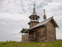 Клуб путешествий Павла Аксенова. Россия. Карелия. Остров Кижи. Old wooden church, chapel Holy Face, Kizhi island, Karelia, Russia. Фото YuliaB-Deposit
