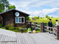 Россия. Карелия. Остров Кижи. People at Old wooden house in Kizhi Pogost on Ladoga Lake in Karelia in Russia. Фото erix2005-Depositphotos