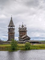 Россия. Карелия. Остров Кижи. Historical site dating from the 17th century on Kizhi island, Russia.View from Onega lake. Фото borisb17-Depositphotos