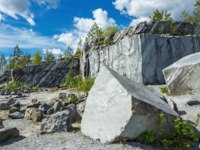 Россия. Карелия. Горный парк Рускеала. Famous beautiful marble quarry Ruskeala surrounded by green trees, Karelia. Фото Observer-Deposit